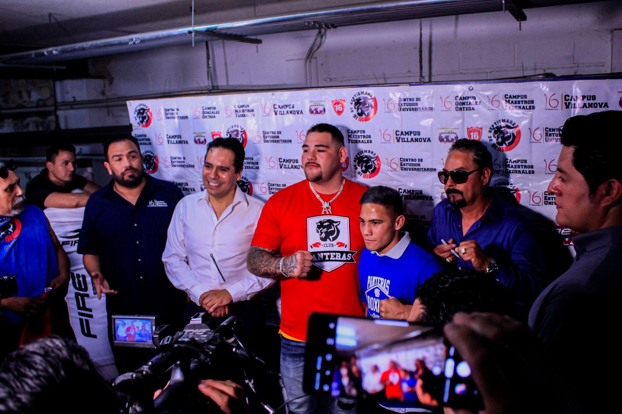 """Gimnasio de box """"Club Panteras"""" recibe a campeones mundiales."""