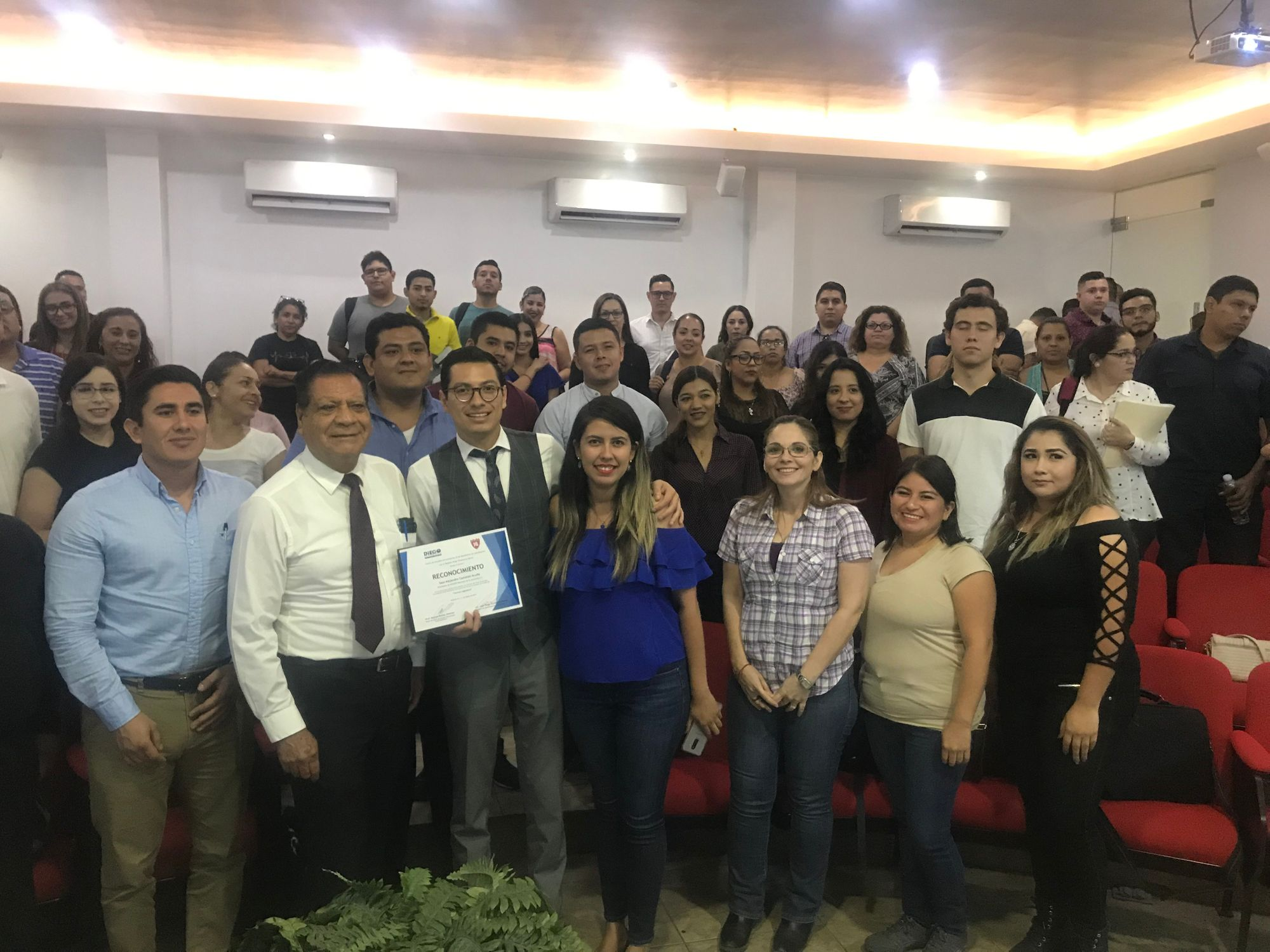 """Saúl Castañón imparte taller de """"Técnica Legislativa"""" a estudiantes de Derecho."""